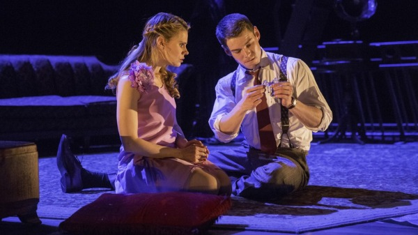 Watch What's Hot On Broadway: The Glass Menagerie